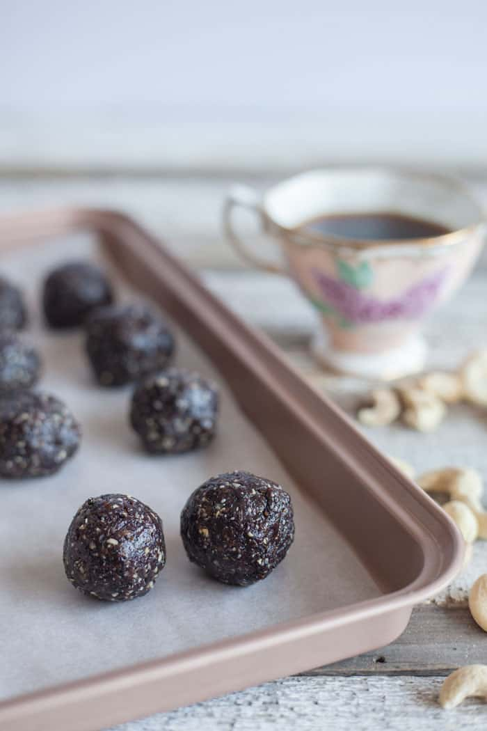 Energy Balls Recipe | Chocolate Blueberry Protein Bites | Vegan
